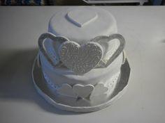 Torta de casamiento. Wedding cake . Rellena de dulce de leche y almendras, ganache de chocolate negro. ganache de chocolate blanco y crema con cereza. Encontrá más opciones de rellenos en: https://www.facebook.com/hestiadulzuraspasteleria