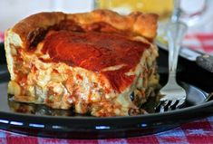 Sweet Home Chicago-Style Deep Dish Pizza - yummy foods to make! Italian Dishes, Italian Recipes, Pizza Recipes, Cooking Recipes, Pork Recipes, Recipies, Tortillas Veganas, Chicago Style Pizza, Deep Dish Pizza Recipe