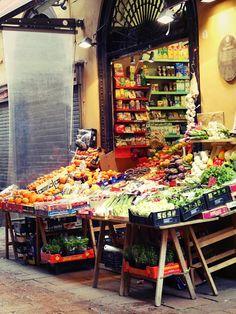 Bologna, Italie.  On y a passé quelques heures à se balader et faire quelques magasins dans un centre ville totalement piéton le weekend, donc tranquille pour la balade ! J'ai revu les fameuses tours penchées qui sont [...]