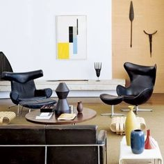 Poltrona Ox, design de Hans Wegner, e Poltrona Egg, design de Arne Jacobsen / Strick House, em Santa Monica, Estados Unidos. Projeto arquitetônico de Oscar Niemeyer, interiores de Michael e Gabrielle Boyd. #design #poltrona #conforto #designdemoveis #furnituredesign #chairdesign #comfort #interior #interiores #artes #arts #art #arte #decor #decoração #architecturelover #architecture #arquitetura #design #projetocompartilhar #davidguerra #shareproject #poltronaox #oxchair #hanswegner…