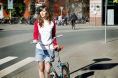 Female with Titus longsleeve in Muenster. titus-shop.com #titus #bicycle #red #white #onlineshop #summer