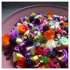 Rød Spidskålssalat Healthy Salads, Healthy Recipes, Fruit Salad, Acai Bowl, Salad Recipes, Tapas, Food Porn, Food And Drink, Gluten Free