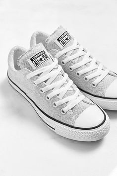 Converse Chuck Taylor All-Star Heathered Sneaker // Urban Outfitters Love these heathered Chucks for Spring Sock Shoes, Cute Shoes, Me Too Shoes, Shoe Boots, Women's Shoes, Zapatillas All Star, Zapatillas Casual, Outfits With Converse, Converse Sneakers