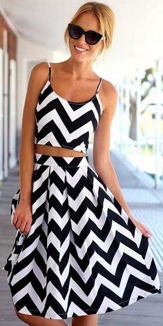 Feel exhausted to go matchy matchy?  Well, this classic matching sets in chevron print is your perfect solution.