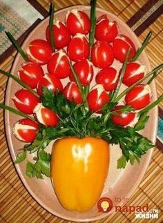 21 good ideas for serving cold dishes for Easter:… - Ramsey Tormen . Food Design, Amazing Food Decoration, Party Food Platters, Cold Dishes, Food Carving, Food Garnishes, Veggie Tray, Food Crafts, Food Humor