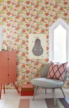 makuuhuone,makuuhuoneen sisustus,olohuone,olohuoneen sisustus,tapetti,kukkatapetti,värikäs,värikäs koti,värikäs tapetti,70-luku,1970-luku,tapetointi,tapetointi-ideat,tapetoitu seinä,seinä
