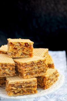 Napolitane cu cremă caramel în foi Lica | Bucate Aromate Cake Recipes, Dessert Recipes, Romanian Food, Cornbread, Banana Bread, Caramel, Sweet Tooth, Bacon, Deserts