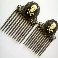 Skull Crossbones Antique Brass Hair Combs Spooky Gothic Rockabilly Pirate Punk Jolly Roger Simple Chic Trendy Bronze EGL