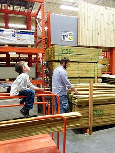 How To Build Your Own Tall Outdoor Planter Boxes - Bower Power Wooden Planter Boxes Diy, Wooden Garden Planters, Cedar Planters, Patio Planters, Backyard Patio, Backyard Landscaping, Tall Outdoor Planters, Porch Bar, Woodworking Projects Diy