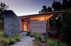 Halls Ridge Knoll Guest House | Bohlin Cywinski Jackson; Photo: Nic Lehoux | Bustler