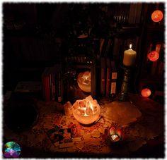 Cette lampe offrira une ambiance chaleureuse et zen à votre quotidien. Idéale pour apporter une touche de magie et d'harmonie dans votre intérieur ou votre cabinet. Zen, Cabinet, Decorative Storage, Storage, Warm, Jelly Cupboard, Closet, Cabinets, Cupboard
