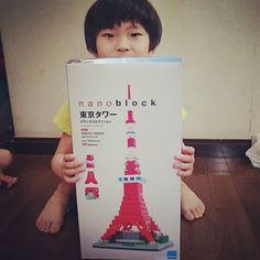 """36 mentions J'aime, 8 commentaires - まいこ (@m.g.m.626) sur Instagram: """"これから作るそうです😲! 古いタイプのnanoやから、半額近くになってた~、東京タワーなら何でも良いらしい。笑 #nanoblock  #ナノブロック #東京タワー #6歳息子 #6歳男の子 #趣味…"""""""