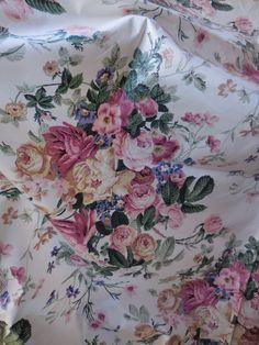 Vintage 6.5 Y BIG Floral Polished Cotton Upholstery Fabric Shabby Cottage Rose