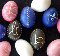 Links to lots of egg decorating ideas at Balzer designs