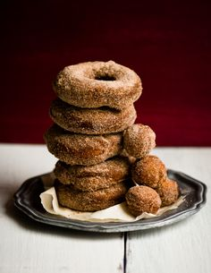 Homemade Donut Recipes – 25 Easy Donut Recipes to make at home! Try these mouthwatering homemade simple doughnut recipes you will love. Homemade donut recipes are so much better.Try these easy donut recipes. Easy Donut Recipe, Donut Recipes, Apple Recipes, Fall Recipes, Delicious Donuts, Yummy Food, Just Desserts, Dessert Recipes, Brunch Recipes