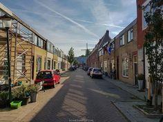 Houtstraat, tussen Groenelaan en Dwarsstraat. Achteraan molen de Nolet