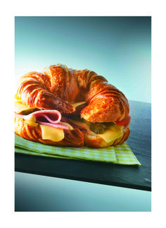Croissant au jambon et au Beaufort - Fromage Beaufort Fromage Beaufort, Le Croissant, Sandwiches, Street Food, Tacos, Cheese, Hui, Burgers, Drinks