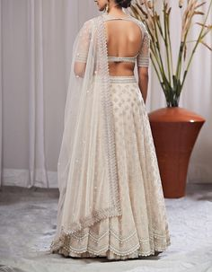 Ivory Anushree Reddy Lehenga Brand new Anushree Reddy 2019 Bridal Lehengas are here. Whether you are a fan of her style or not, you are going to love her latest designs. Indian Fashion Dresses, Indian Bridal Outfits, Dress Indian Style, Indian Gowns, Indian Designer Outfits, Indian Designers, Indian Wear, Fashion Clothes, African Fashion
