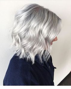 18 Short Hairstyles for Grey Hair Silver Blonde Hair Color Grey Hair Wig, Silver Blonde Hair, Blonde Wig, Dark Blonde, Blue Hair, Hair 2018, Hair Highlights, Silver Highlights, Human Hair Extensions