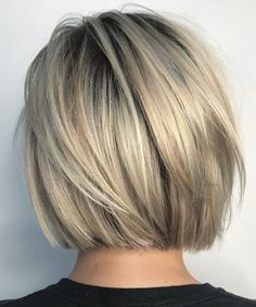 Short and cheeky Blunt Bob Haircut # Bobhair cuts # Haircuts … Kurzer und frecher stumpfer Bob-Haarschnitt # Graduated Bob Haircuts, Blunt Bob Haircuts, Short Bob Hairstyles, Neck Length Hairstyles, Hairstyles Haircuts, Short Blunt Haircut, Short Graduated Bob, Short Blunt Bob, Layered Haircuts