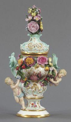 Potpourri mit plastischen Blüten Königliche Porzellan Manufaktur, um Meissen 1850