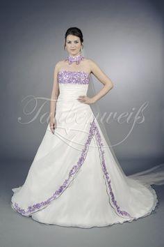 auf Lila Dieses erlesene Brautkleid von Taubenweiß setzt gekonnt lila ...