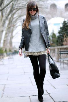 look de inverno com saia metalizada