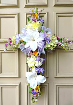 Adorable Easter Wreaths Decoration Ideas For Front Door 32 Easter Tree Decorations, Cemetery Decorations, Easter Wreaths, Holiday Wreaths, Spring Wreaths, Easter Decor, Table Decorations, Cross Wreath, Twig Wreath