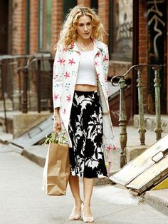 fall street style, Carrie Bradshaw style, sarah jessica parker best looks, sex and the city outfits, Sarah Jessica Parker, Carrie Bradshaw Outfits, Carrie Bradshaw Style, Patricia Field, Street Style, City Style, 50 Style, Style Icons, Mixing Prints