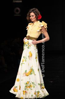 Cristo Bañez - Noveles - Trajes de Flamenca - SIMOF 2012 Flamenco Costume, Spanish Fashion, Runway Fashion, Midi Skirt, Costumes, My Style, Skirts, Outfits, Collection
