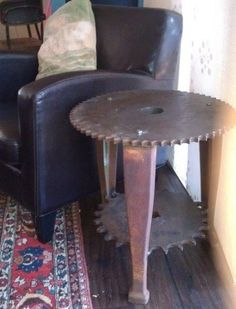 machine-gear-made-into-end-table.jpg (400×524)