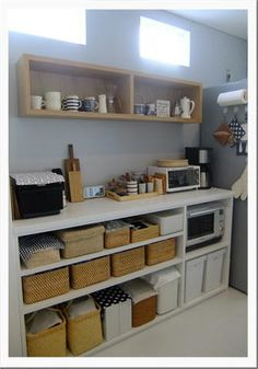 キッチンの収納 3 ~背面オープン収納棚~ |うつりゆく日々... Kitchen Furniture, Kitchen Interior, Diy Furniture, Kitchen Design, Dirty Kitchen, Kitchen Sets, Kitchen Organization, Kitchen Storage, Japanese Apartment