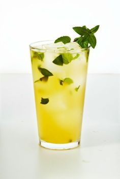 Pain-fighting Cooler: Potent herbs and spices like mint (hello, fresh breath!) and ginger (goodbye, aches!) taste great with a splash of juice. This drink will also help you stay hydrated and energized. Click through to find more easy and healthy weight loss smoothies.