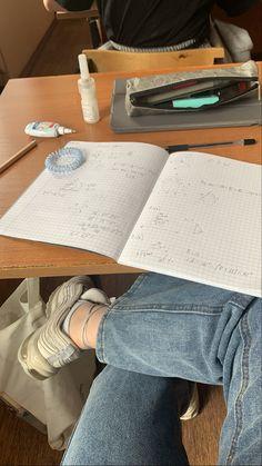 Study Board, Study Desk, Study Organization, Study Pictures, School Study Tips, Study Planner, Study Inspiration, School Notes, Studyblr