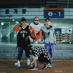 Baekhyun, Xiumin, Chen e Suho no EXO'rDIUM