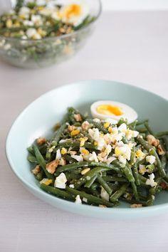 The Cook Time: Salade de haricots verts, vinaigrette à l'oeuf façon Cyril Lignac Haricot Verts Recipe, Healthy Salad Recipes, Vegetarian Recipes, Healthy Food, Vinaigrette, Dressing, Batch Cooking, Vegetable Salad, Green Beans