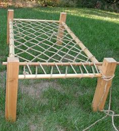 Camping Bed Self Inflating Camping Bed Pad - bushcraft Viking Bed, Viking Camp, Woodworking Plans, Woodworking Projects, Materiel Camping, Medieval Furniture, Bushcraft Camping, Bed Base, Bed Plans