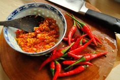 I adore to explore and test as many sambal recipes as I can. I have over 25 different Indonesian chili. This message Sambal Goang with Kencur first appeared onverscheen eerst op - Indonesian Recipes. Indonesian Sambal Recipe, Indonesian Food, Indonesian Recipes, Veggie Recipes, Asian Recipes, Cooking Recipes, Ethnic Recipes, Veggie Food, Cooking Tips