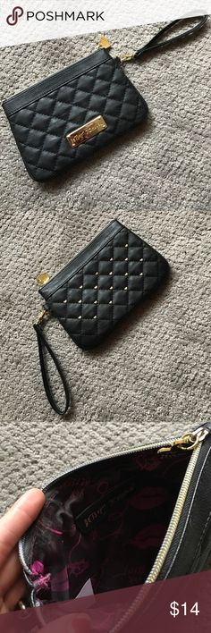 Betsey Johnson wristlet 💕 Black and gold wristlet, great for carrying just a few small items when you go out. Or works great as a wallet! In great condition, barely carried! Betsey Johnson Bags Clutches & Wristlets