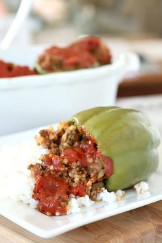 Stuffed Peppers Sweet bell peppers filled with ground beef and rice and topped with your favorite sauce is a great dinner favorite. Corned Beef Recipes, Ground Beef Recipes, Meat Recipes, Mexican Food Recipes, Healthy Recipes, Best Stuffed Pepper Recipe, Baked Stuffed Peppers, Stuffed Pepper Soup, Grateful Prayer