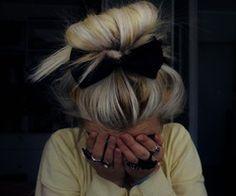 bun with bow blondie