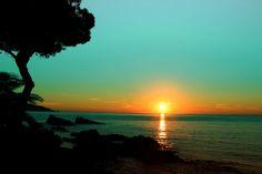 Lever de soleil sur la #plage de #saintclair au #lavandou #var #provence #lelavandou Sainte Claire, Provence, Destinations, Places To Visit, Photos, Celestial, Sunset, Outdoor, Alps