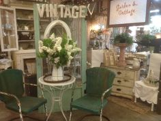 This blog has lots of pleasing rustic/cottage/vintage displays.  Today's Country Farm & Frills