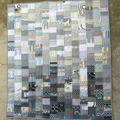Beau's grey quilt by Lara-giles via Threadbias. Inspired by the Volume quilt from Emily Cier's Scrap Republic.