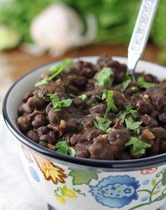 This seasoned black beans recipe is your new favorite side dish recipe! Perfect for Taco Tuesday alongside rice, burritos, and any other Mexican dishes! | honeyandbirch.com