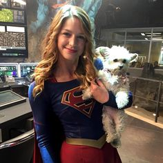 """""""It's not a doughnut but it's the other thing always in her hand. #Supergirl @supergirlcbs @supergirlofficial @melissabenoist"""""""