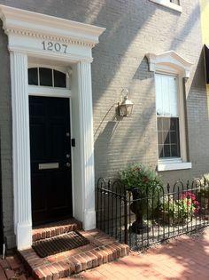 Georgetown door I liked Facade Design, Exterior Design, Feng Shui, Door Molding, Moldings, Exterior Front Doors, Entry Doors, Painted Brick Walls, House Trim