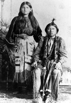 Too-ah-pip-pen and his wife - Comanche - 1895