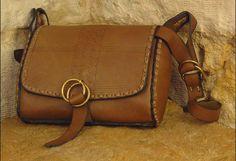 Army Leather Bag – Noor Design Noor Design in Köln verkauft einzigartige handgefertigte Produkte - Taschen aus hochwertig verarbeitetem Leder, Schmuck, Accessoires und Lampen aus Messing und versilbertem Messing - die in Kairo angefertigt werden. www.noor-design.me