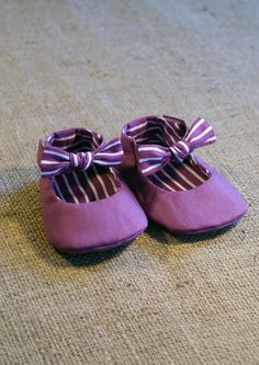 Tuxe Baby Shoes PDF Pattern Newborn to 18 by littleshoespattern